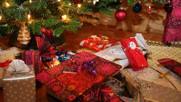 Dem Weihnachtsbaum Unter Amigos