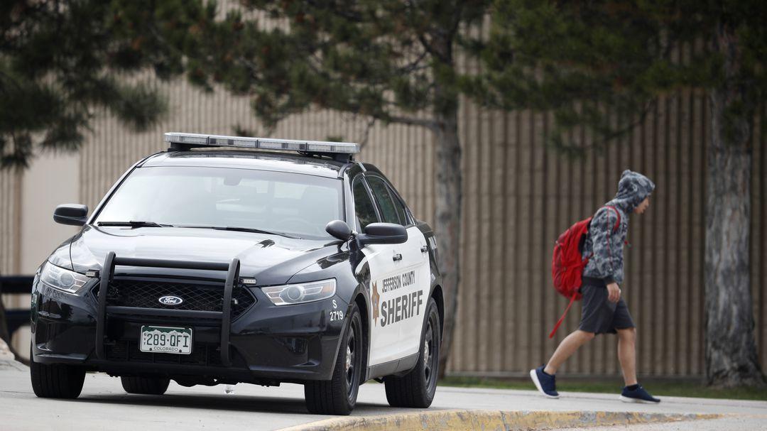 USA-Nackter-stiehlt-Polizeiauto-und-baut-Unfall